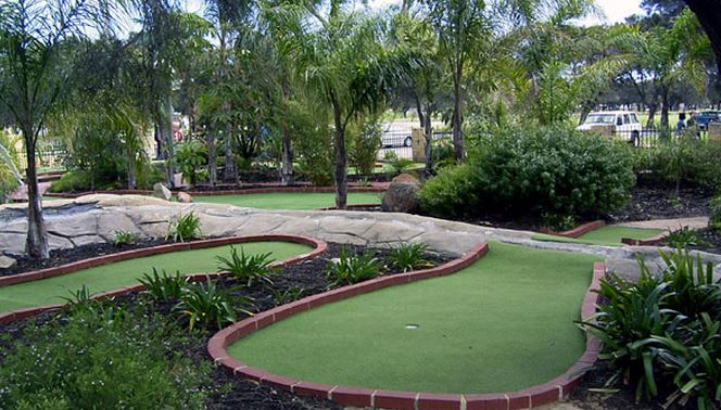 Mini golf courses perth and wa for Garden city mini golf